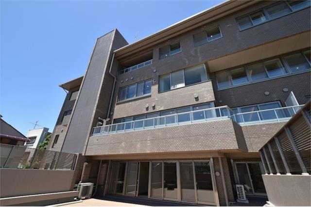 4LDK Apartment to Rent in Bunkyo-ku Exterior