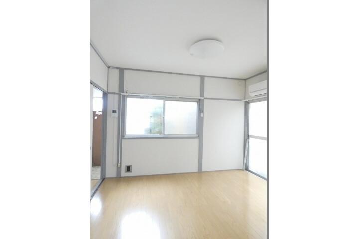 2LDK House to Rent in Higashiosaka-shi Living Room
