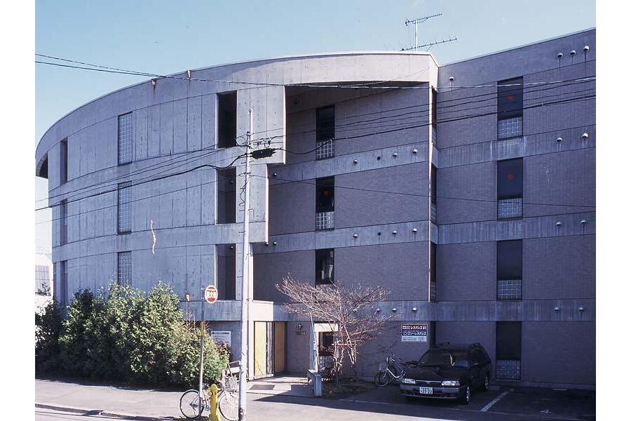 1K Apartment to Rent in Sapporo-shi Higashi-ku Exterior