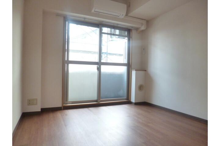 1K Apartment to Rent in Shinjuku-ku Bathroom