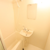 1K Apartment to Rent in Chofu-shi Bathroom