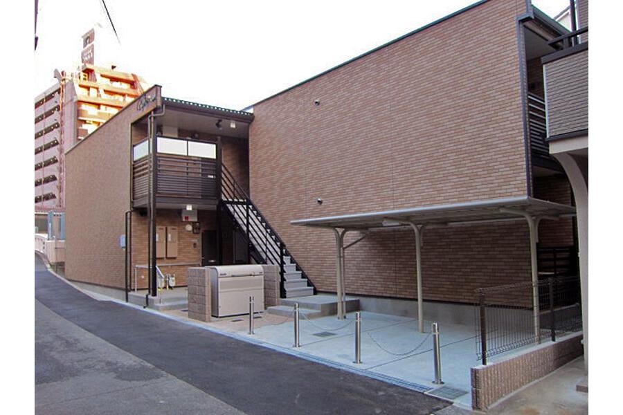 1K Apartment to Rent in Osaka-shi Higashinari-ku Exterior