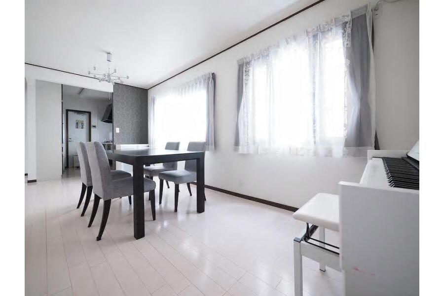 3LDK House to Rent in Meguro-ku Living Room