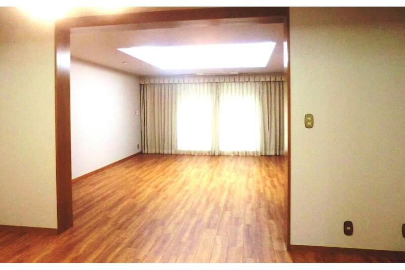 在港區內租賃3LDK 公寓大廈 的房產 起居室