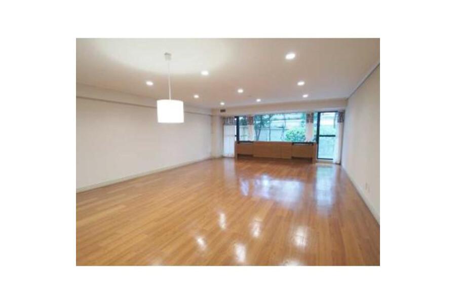 3LDK Apartment to Rent in Meguro-ku Living Room