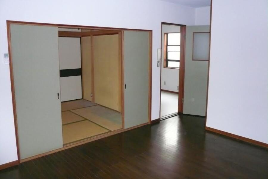 1LDK Apartment to Rent in Fuchu-shi Living Room