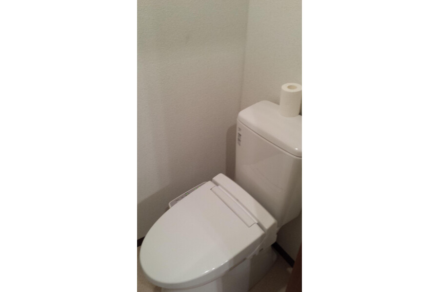 Shared Guesthouse to Rent in Nakano-ku Toilet