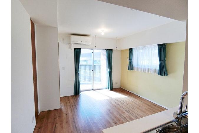 2LDK Apartment to Buy in Shibuya-ku Living Room