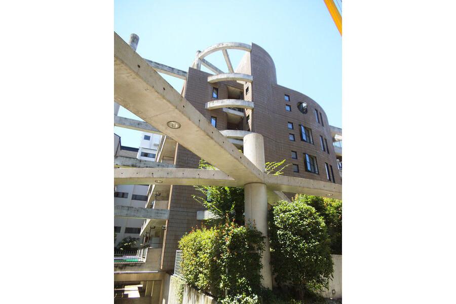 2LDK Apartment to Rent in Osaka-shi Higashinari-ku Exterior