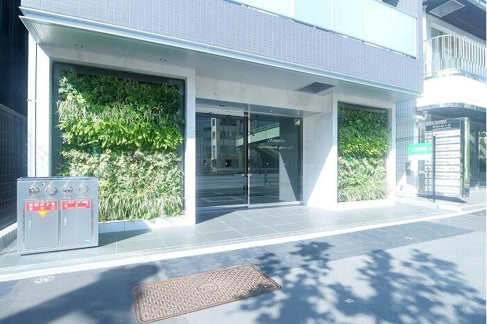 1K Apartment to Rent in Chiyoda-ku Building Entrance