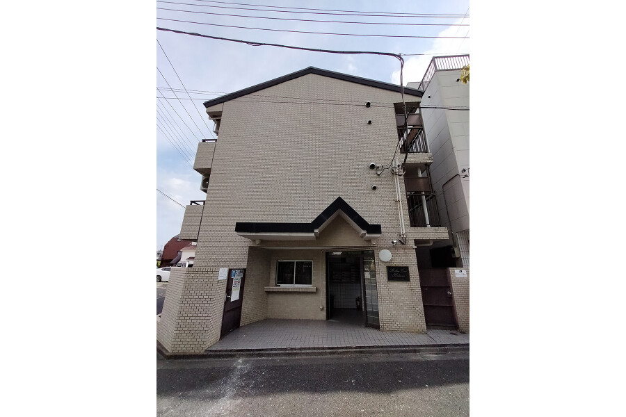 1R Apartment to Buy in Adachi-ku Entrance Hall