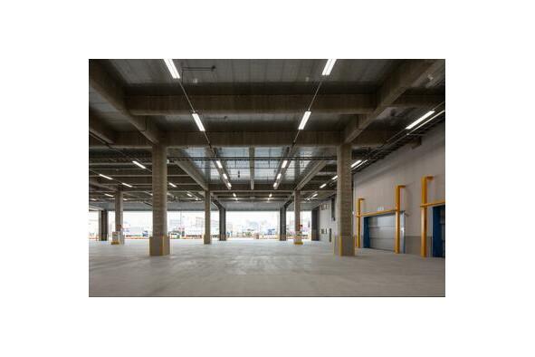 Office Warehouse to Rent in Osaka-shi Suminoe-ku Room