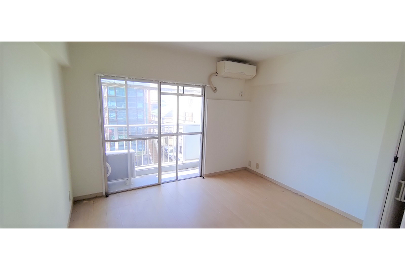 1R Apartment to Rent in Ichikawa-shi Living Room
